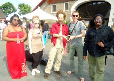 Andreas Risse mit bekannten Gästen aus der Reggaeszene