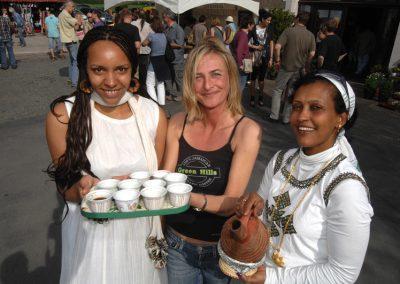 Angelika Eisbrenner mit Freweni Gebremichael und Jenny von White Coffee
